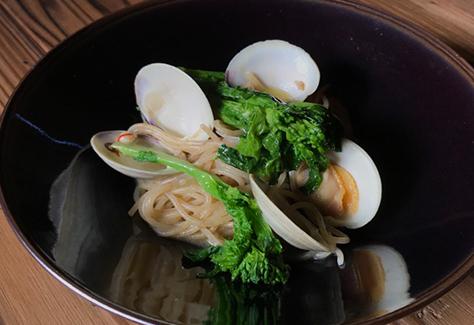 ホンビノス貝と春野菜の白ワイン風味