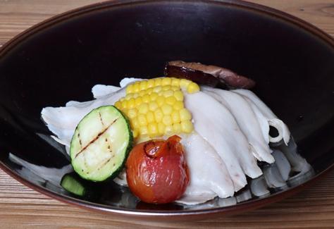 レモンソース 豚バラ肉のハムと野菜のグリルのせ